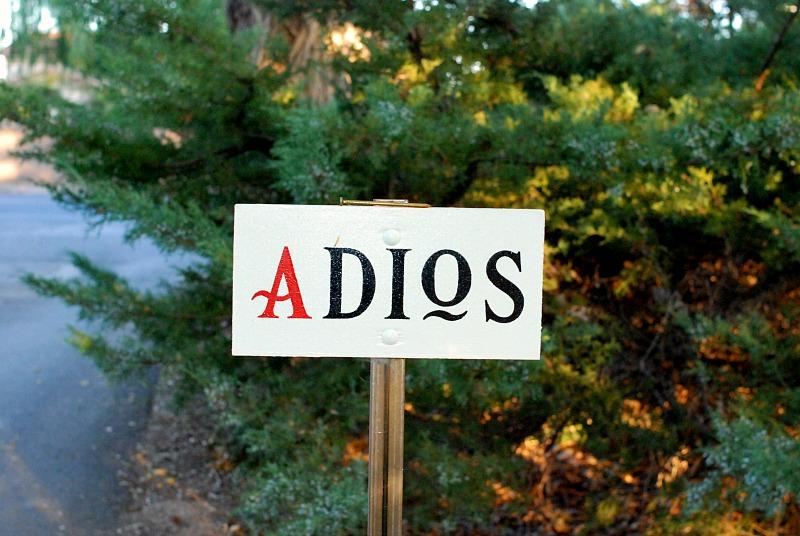 los poblanos ADIOS sign