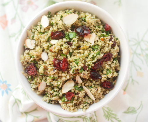 Spinach and Quinoa Salad with a Lemon Vinaigrette